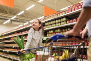 Conozca los alimentos para niños que mantendrán a tu hijo saludable